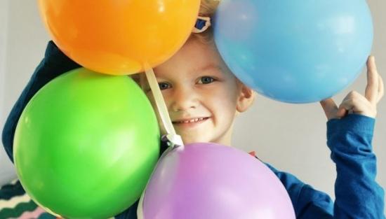 Dreng med balloner